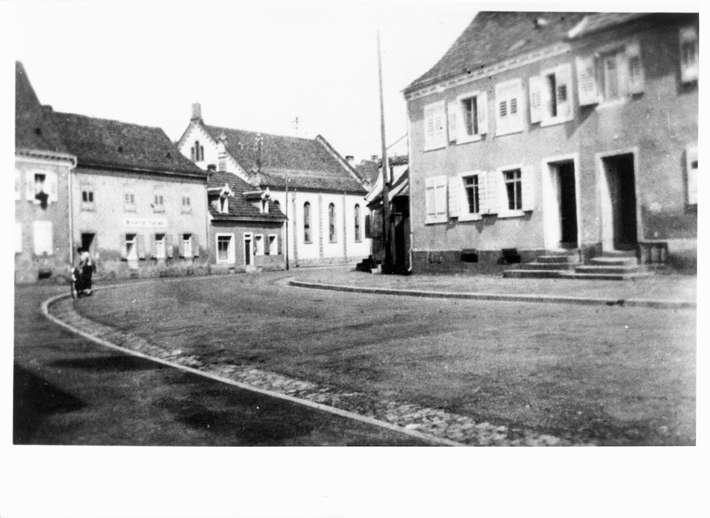 Breisach am Rhein, FR; Judengasse, westlicher Teil mit der Synagoge, Biegung nach der Fischerhalde zu, Bild 1