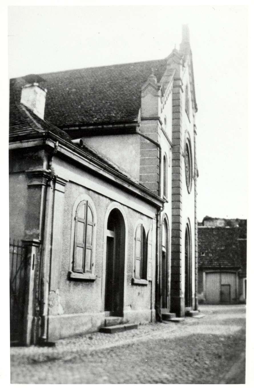 Breisach am Rhein, FR; Blick vom Synagogengäßle (jetzt Klösterle) auf die Mikwe und die Synagoge, Bild 1