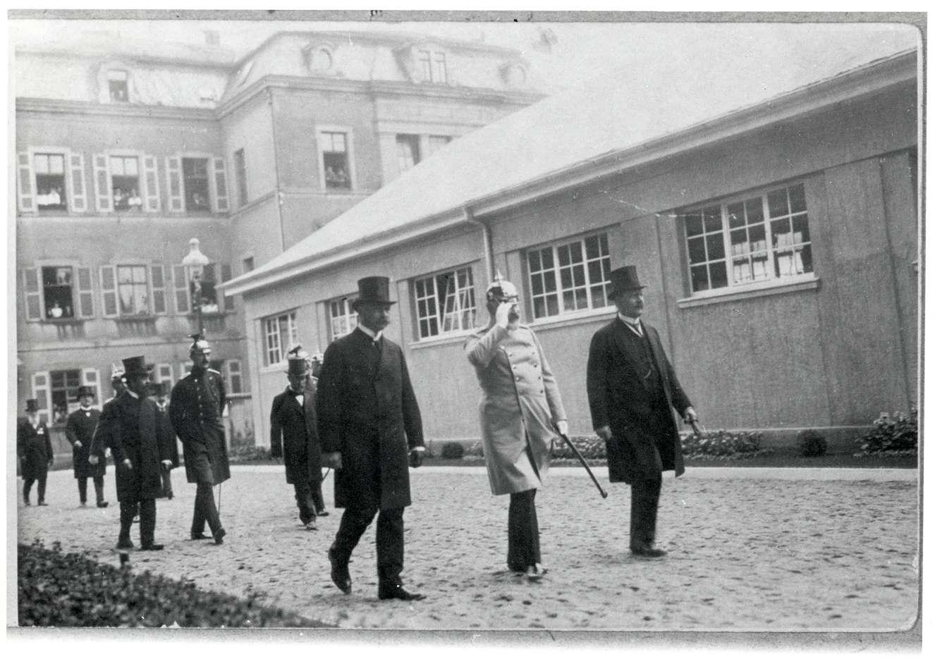 Ludwigsburg, LB; Eröffnung einer Ausstellung in Ludwigsburg am 15. Juni 1914: König Wilhelm II. von Württemberg und Max Elsas, Bild 1