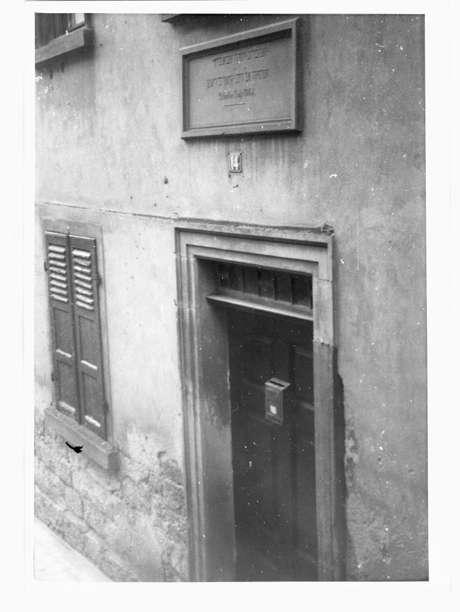 Oedheim, HN; Synagoge, Eingang mit Inschrift, Bild 1