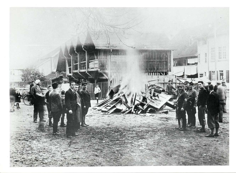 Tiengen/Hochrhein, Waldshut-Tiengen, WT; Reichspogromnacht [Verbrennung der Synagogeneinrichtung], Bild 1