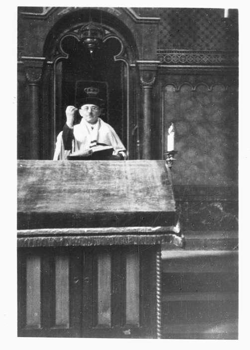 Buchen (Odenwald), MOS; Synagoge, Innenansicht mit Prediger beim Gottesdienst, Bild 1