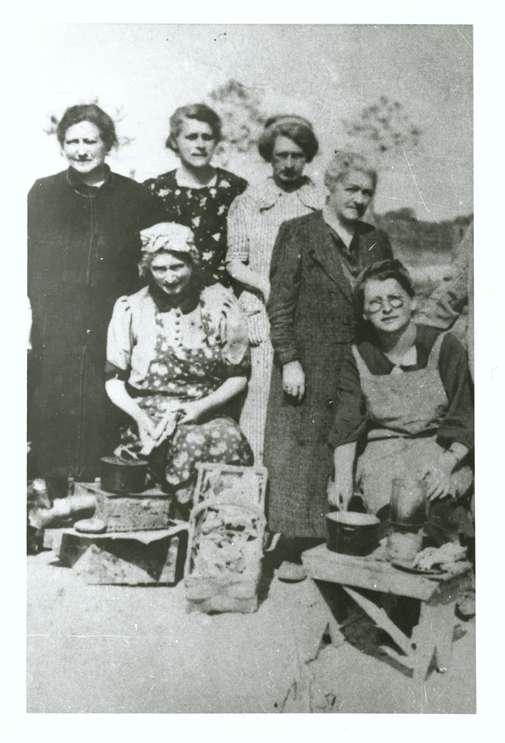 Gailingen, KN; Jüdische Frauen aus Gailingen im Lager Gurs, Bild 1