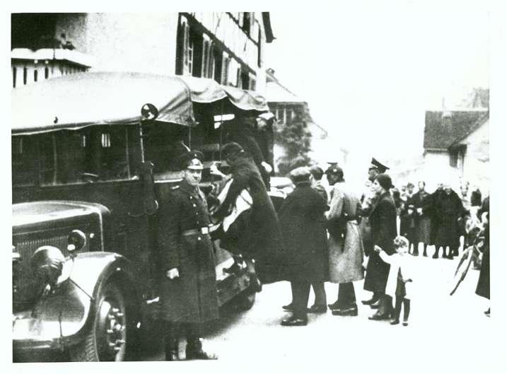 Gailingen, KN; Abtransport von Juden am 22. Oktober 1940 vom Rathaus, Bild 1