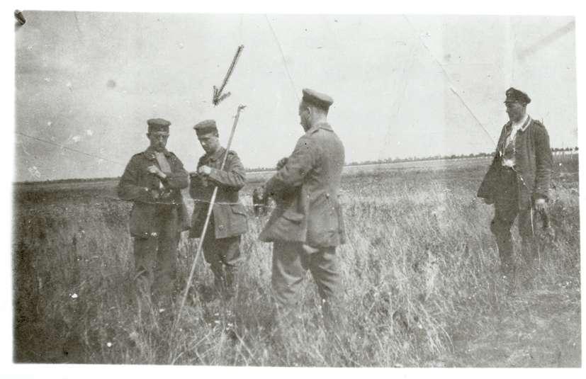 Hardheim, MOS; Feldartillerie-Regiment 50, Leitungsbau mit Kameraden in der Champagne (Bildermappe Anselm Wertheimers), Bild 1