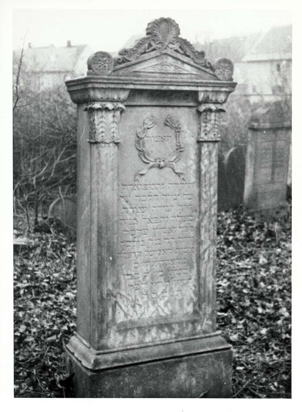Wiesloch, HD; Jüdischer Friedhof, Grabstein, Bild 1