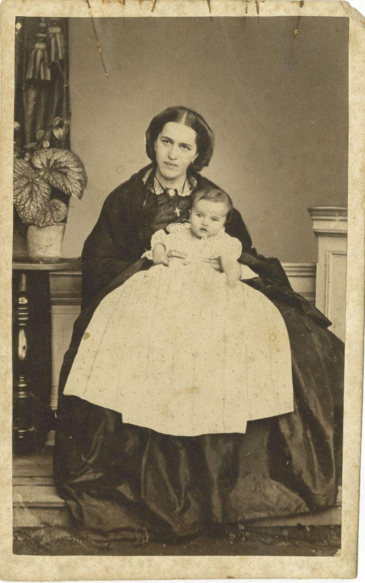 Pauline von Kirbach, geb. Herzogin von Württemberg mit Kind, Bild 1