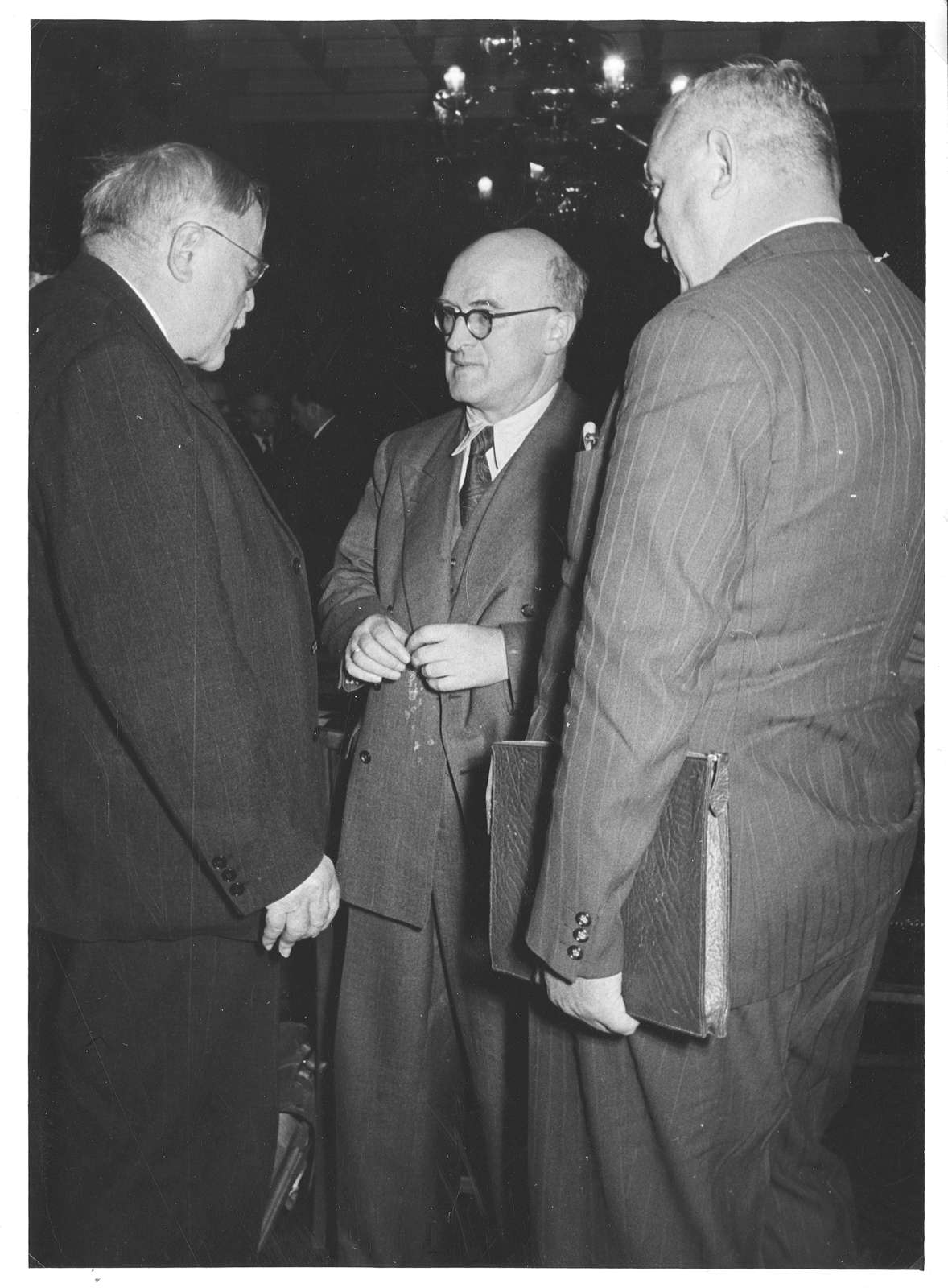 Album mit Fotos vor allem von Ereignissen aus dem politischen und öffentlichen Leben 1950-1953, Bild 3