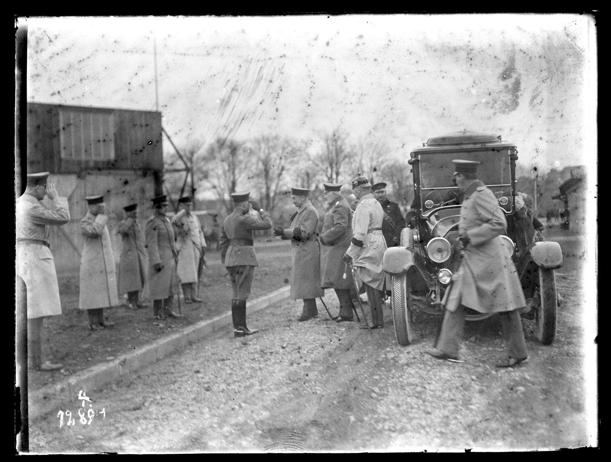 Wilhelm II., König von Württemberg, mit Offizieren, Bild 1