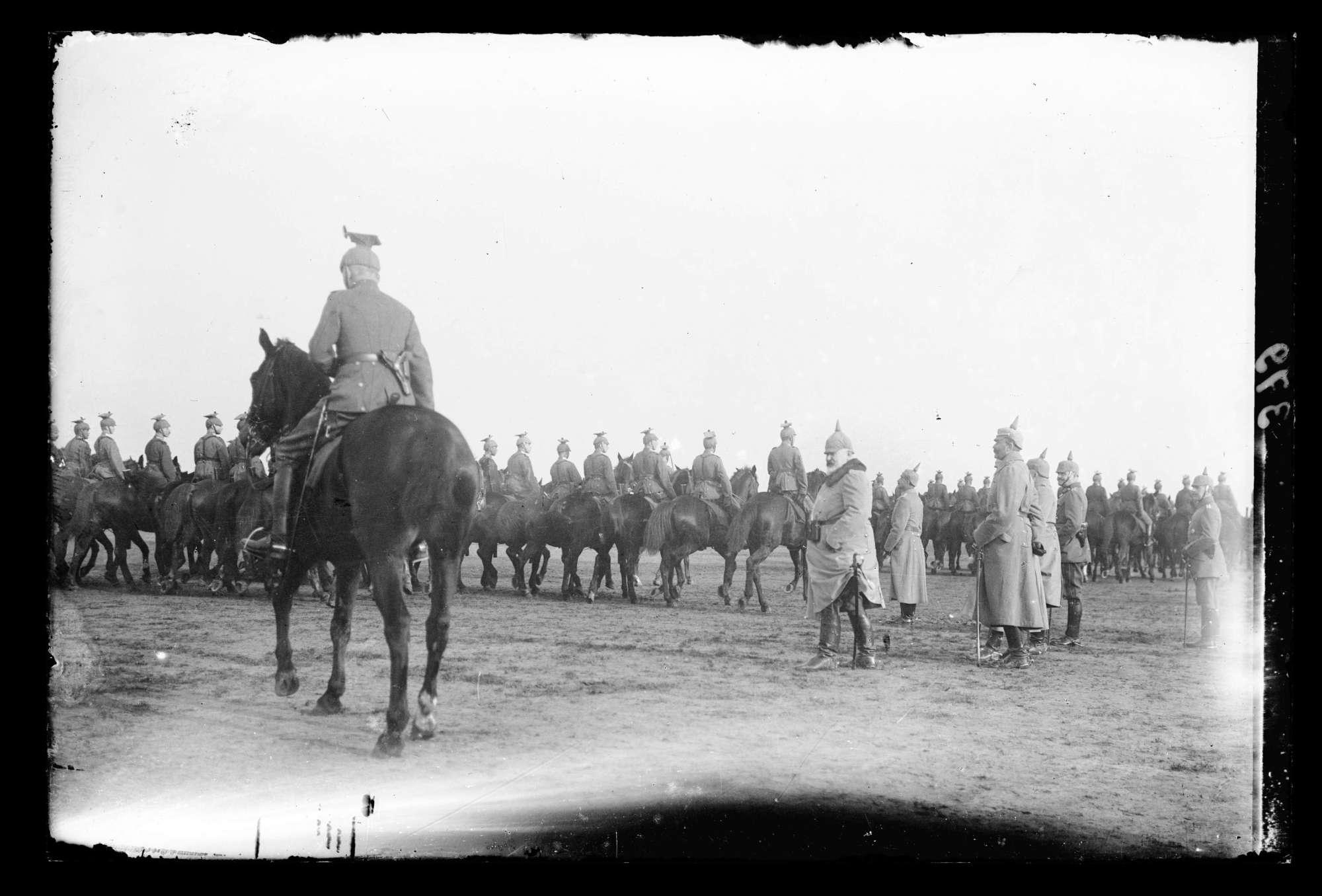 Parade vor König Wilhelm II. von Württemberg, Bild 1