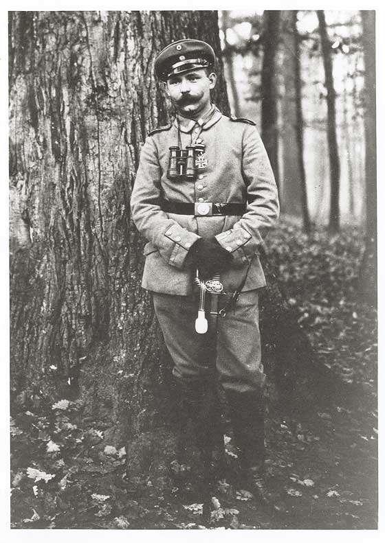 Ulrich Fischer, Vizefeldwebel Infanterie-Regiment Nr. 125, Kriegsminister vom 16.11.1918-15.01.1919 in Uniform und Mütze, Mitglied USPD, Brustbild, Bild 1