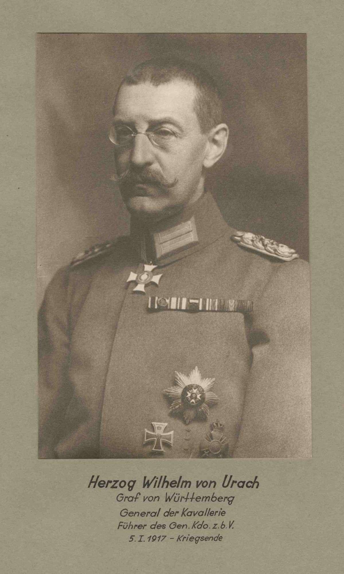 Herzog Wilhelm von Urach, Graf von Württemberg, General der Kavallerie, Kommandeur des Gen. Kdo. zur bes. Verwendung 64 von 1917-1918 in Uniform mit Orden, Brustbild in Halbprofil, Bild 1