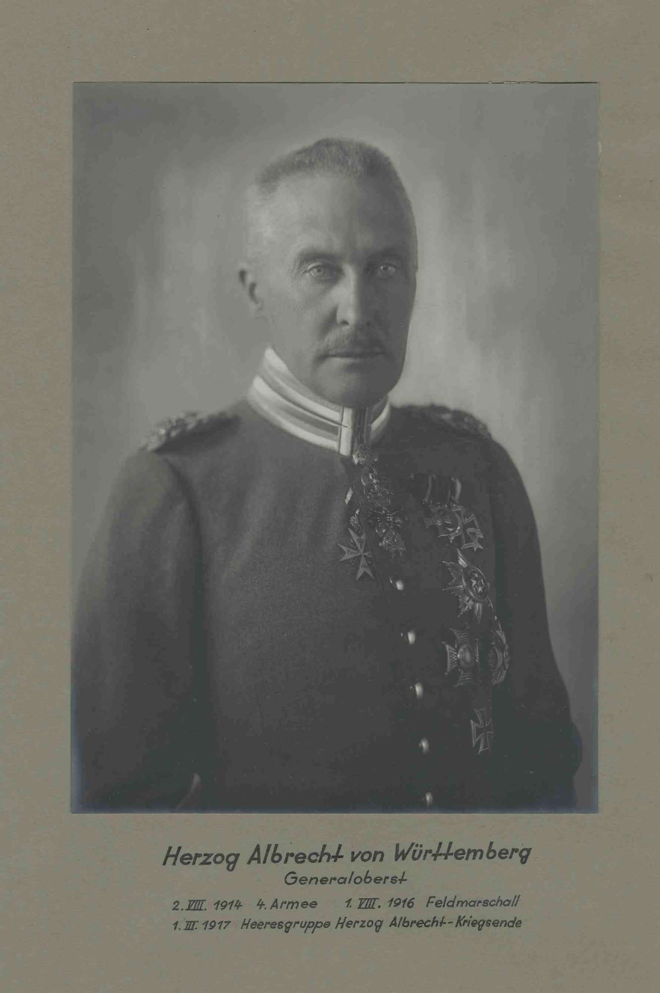 Herzog Albrecht von Württemberg, Generaloberst, Kommandeur der Heeresgruppe Herzog Albrecht in Uniform mit Orden, Brustbild, Bild 1