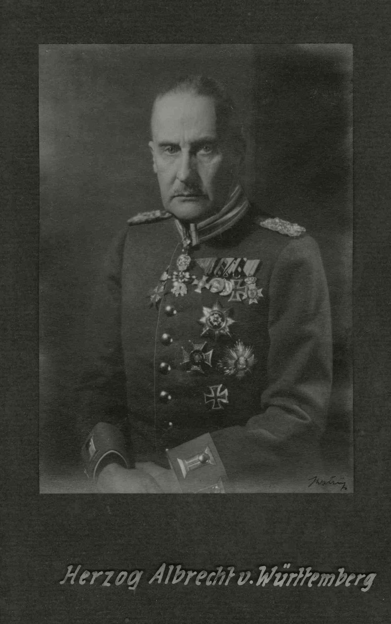 Herzog Albrecht von Württemberg, Generalfeldmarschall in Uniform mit Orden, Brustbild, Bild 1
