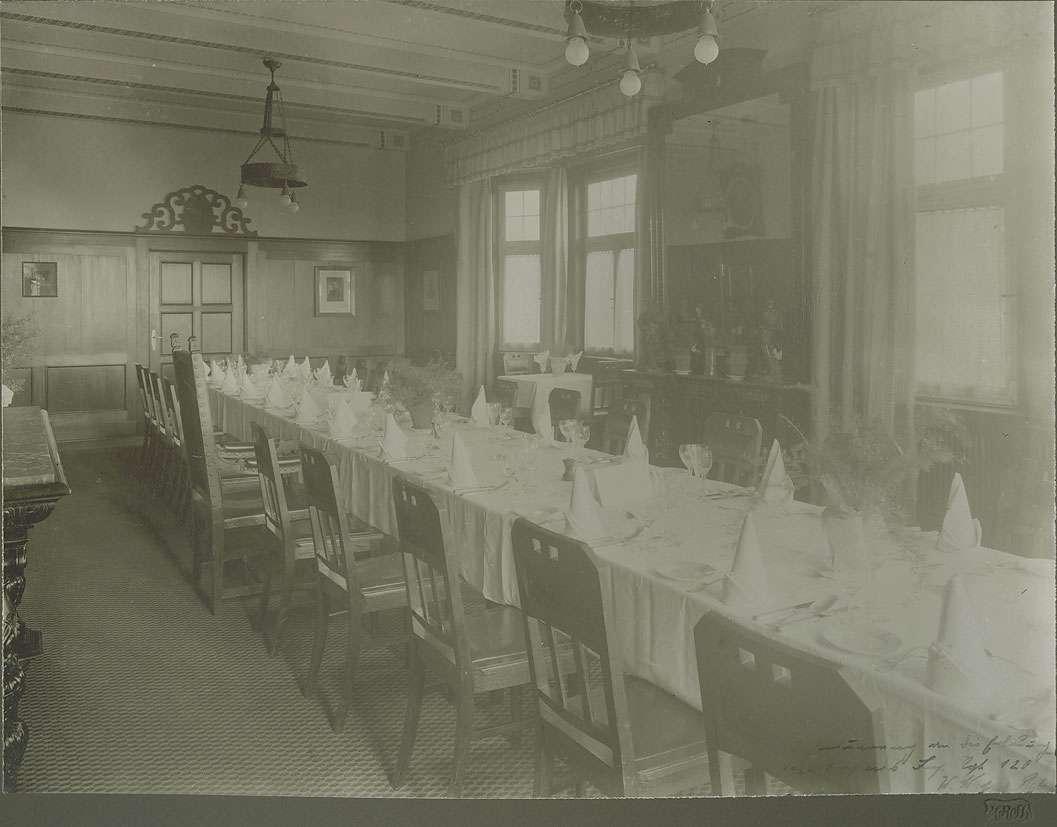 Offizierskasino in Weingarten (Ravensburg), Festtafel im Speisesaal, Bild 1