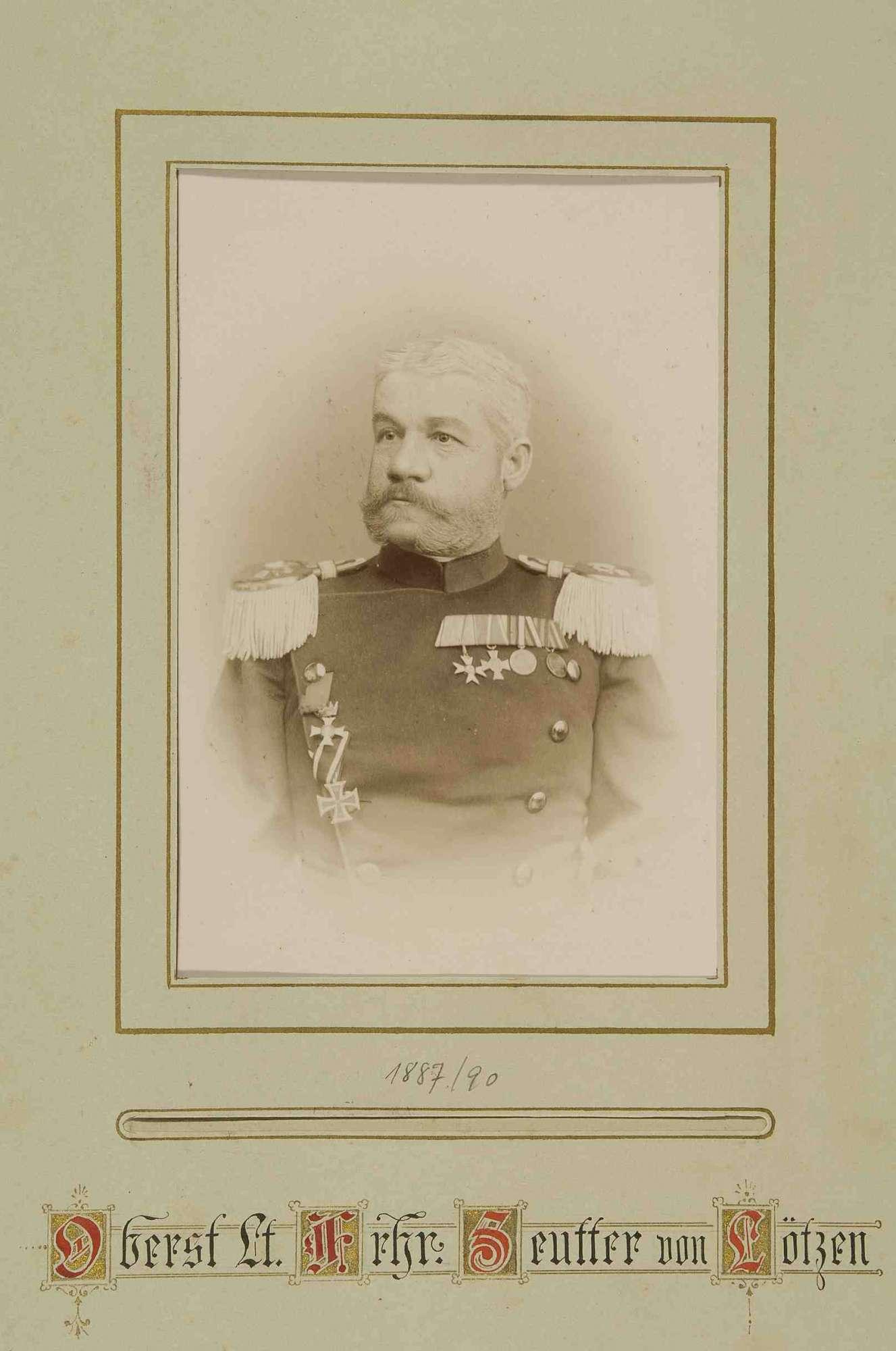 Offiziere des Regiments mit Widmung ihres Kommandeurs Freiherr Wilhelm Seutter von Lötzen, Brustbilder, Bild 1
