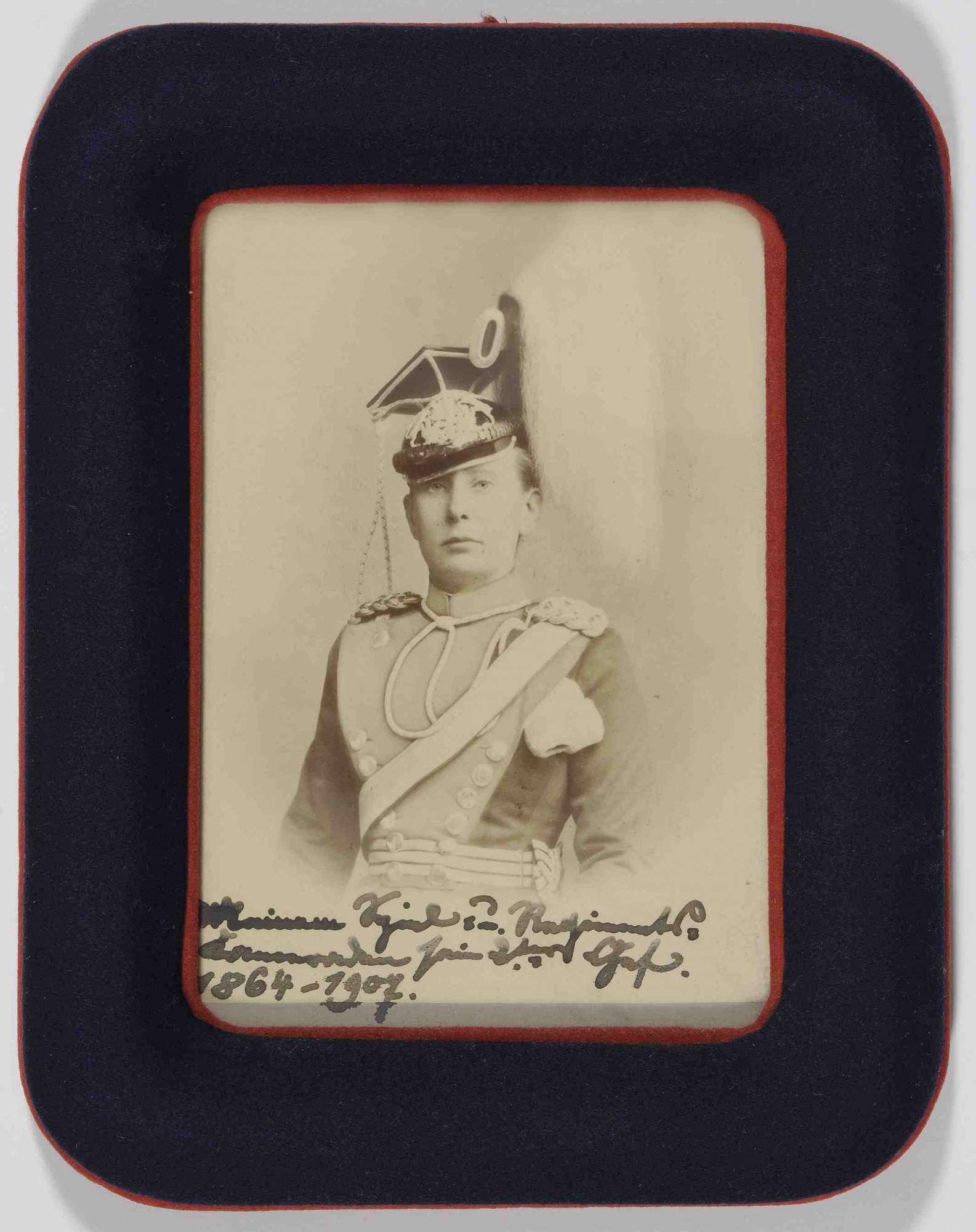 Herzogin Wera von Württemberg, in Uniform und Mütze, Grossfürstin von Russland, zweite Chefin des Regiments, Brustbild, Bild 1