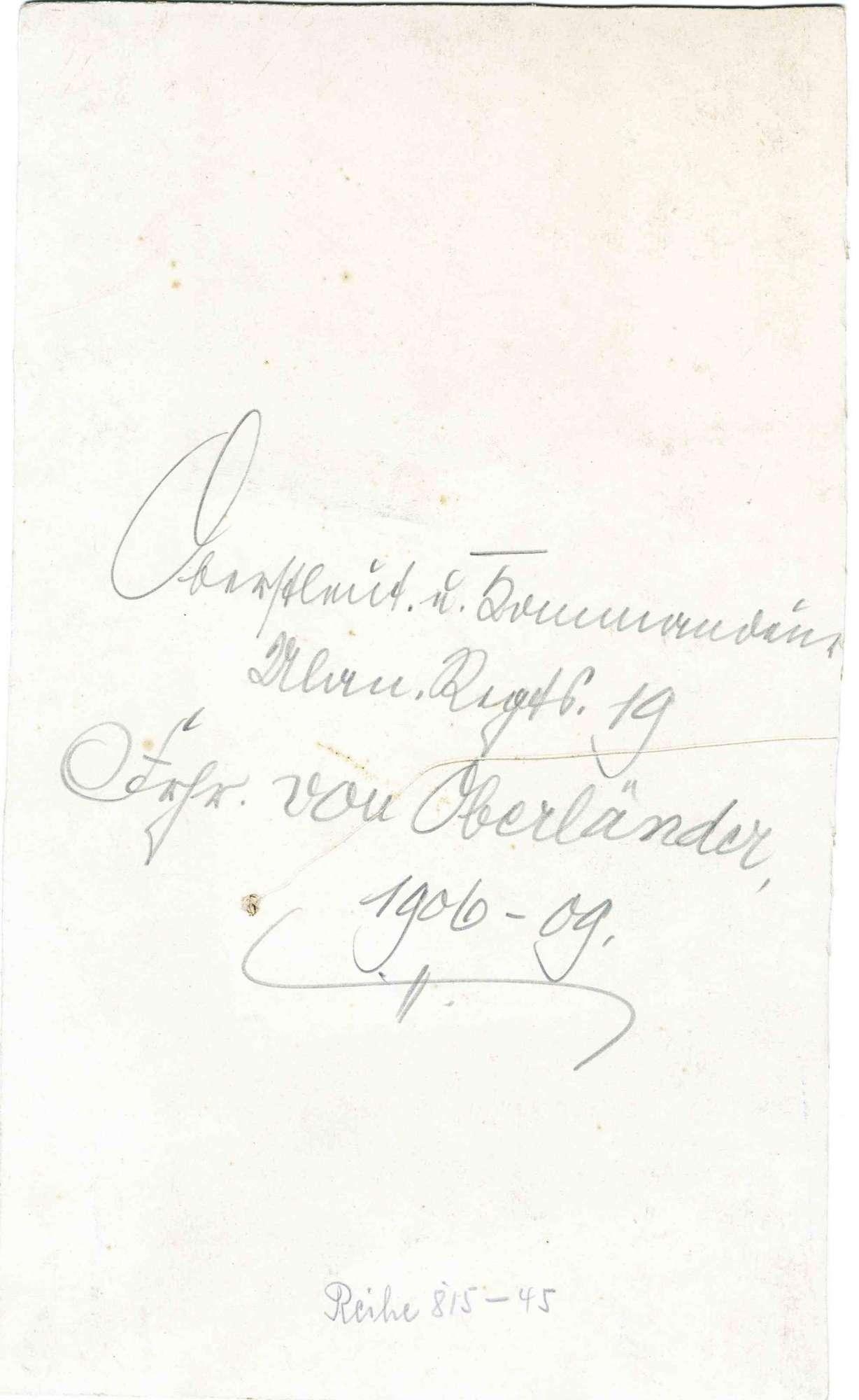 Freiherr Ernst von Oberländer, Oberstleutnant und Kommandeur von 1906-1909, preuss. Offizier, stehend in Uniform, Gurt mit Orden und Zierhelm in der Hand, Brustbild in Halbprofil, 1v