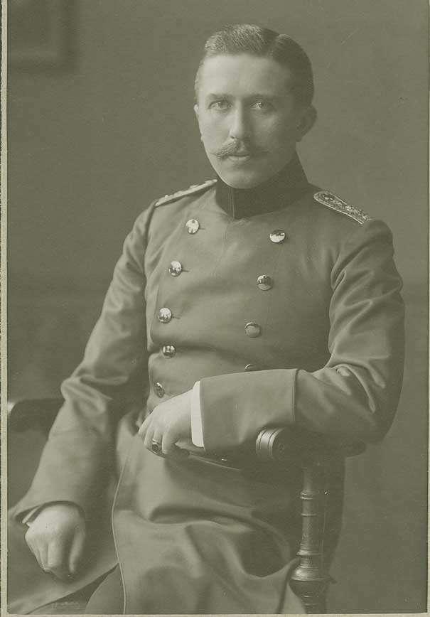 Bildersammlung, Offiziere der II. Abteilung des Regiments in Cannstatt, grösstenteils Brustbilder, Bild 2
