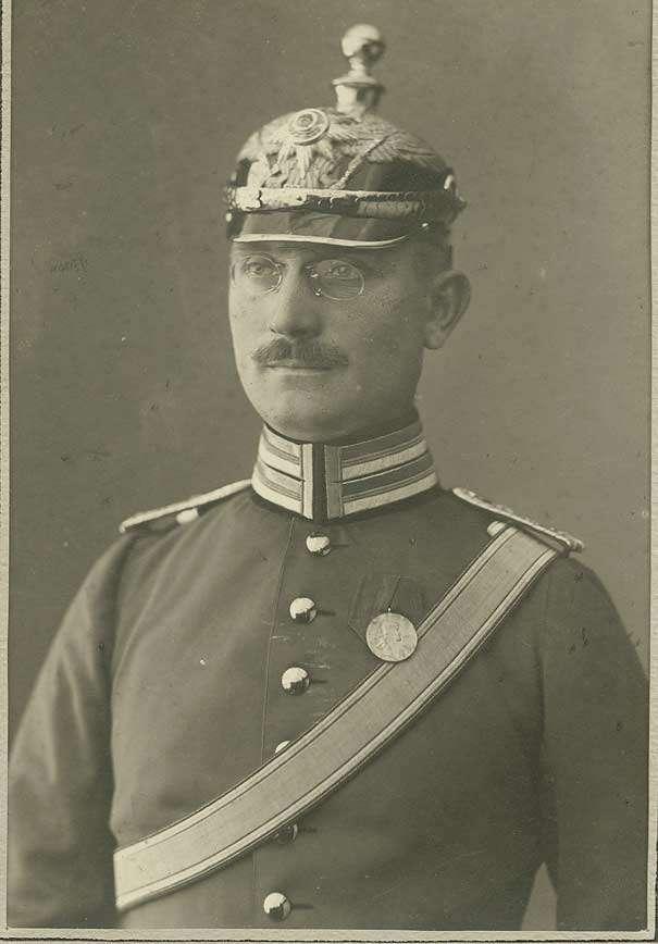 Bildersammlung, Offiziere der II. Abteilung des Regiments in Cannstatt, grösstenteils Brustbilder, Bild 3