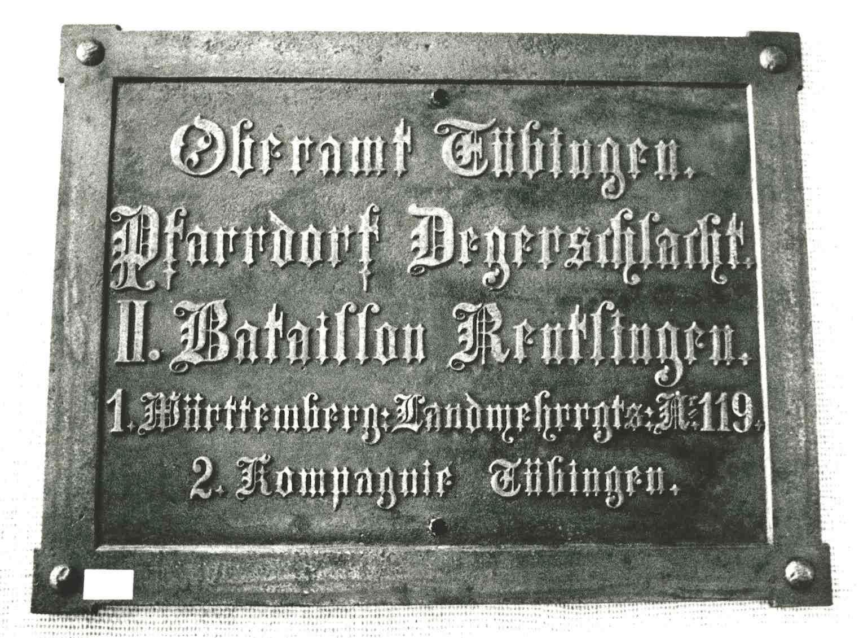 Ansicht einer Ortstafel: Oberamt Tübingen, Pfarrdorf Degerschlacht, II. Bataillon Reutlingen, 1. württembergisches Landwehr-Regiment Nr. 119, 2. Kompanie Tübingen, Bild 1