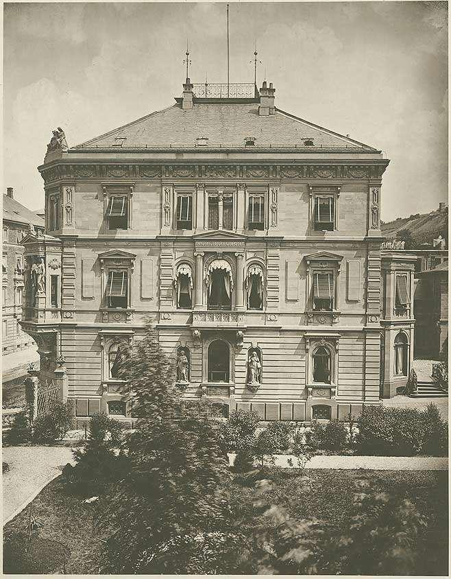 Gebäude Olgastrasse Stuttgart, Wohnung des Kommandierenden Generals XIII. Armeekorps, erbaut von Architekt Karl Friedrich Beisbarth, früherer Palais des Verlegers Bohnenberger, Seitenansicht vom Park aus, Bild 1