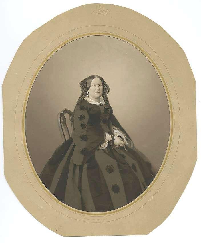 Prinzessin Katharina Friderike Charlotte von Württemberg, sitzend in Halbprofil, Bild 1
