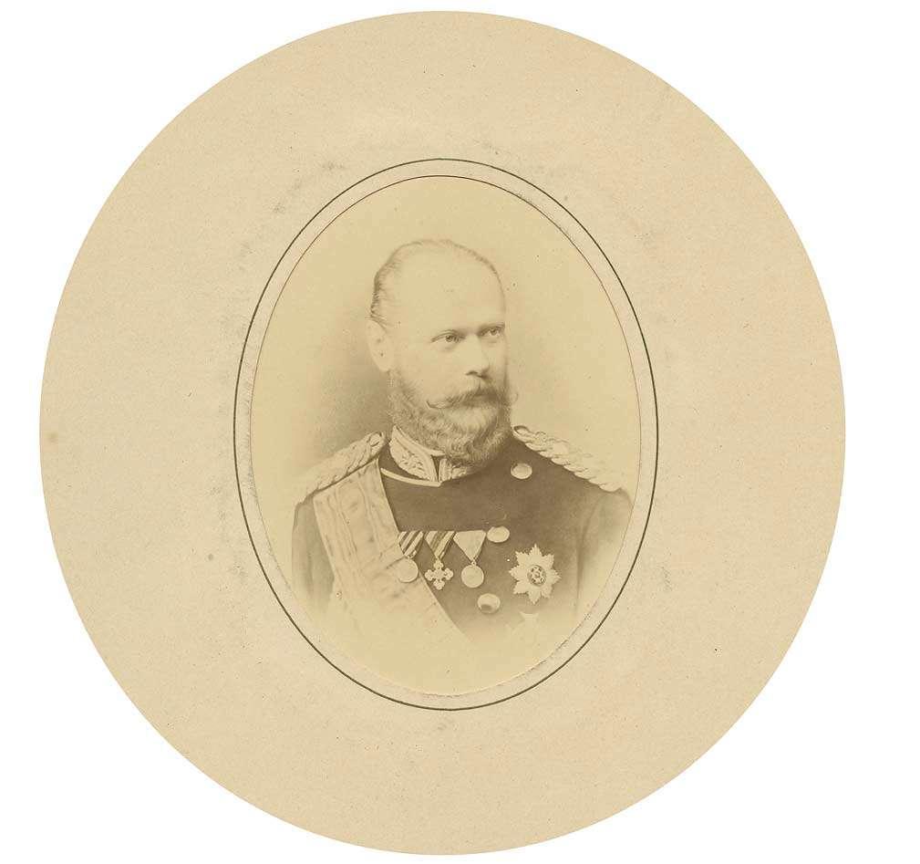 König Karl von Württemberg in Uniform mit Schärpe und Großkreuz des Ordens der württembergischen Krone, Brustbild in Halbprofil, Bild 1