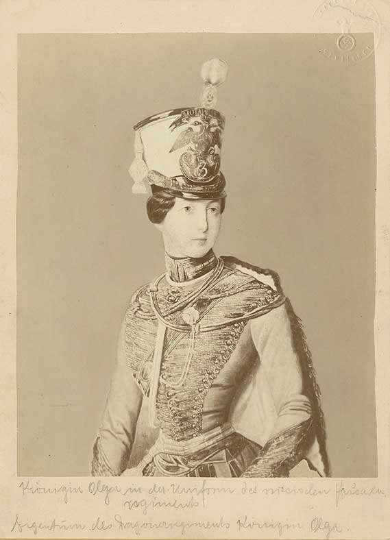 Königin Olga von Württemberg in Uniform des russischen Husarenregiments, Brustbild in Halbprofil, Bild 1