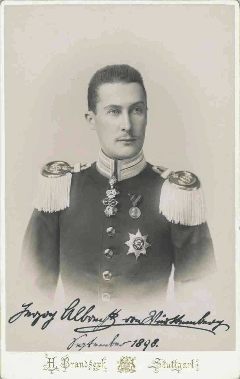 Herzog Albrecht von Württemberg in Uniform des Grenadier-Regimentes Nr. 119 Königin Olga, mit Orden u. a. Goldenes Vlies, Brustbild in Halbprofil, Bild 1