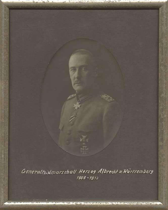 Herzog Albrecht von Württemberg in Uniform eines Generalfeldmarschalls mit Orden pour le mérite, Brustbild in Halbprofil, Bild 1