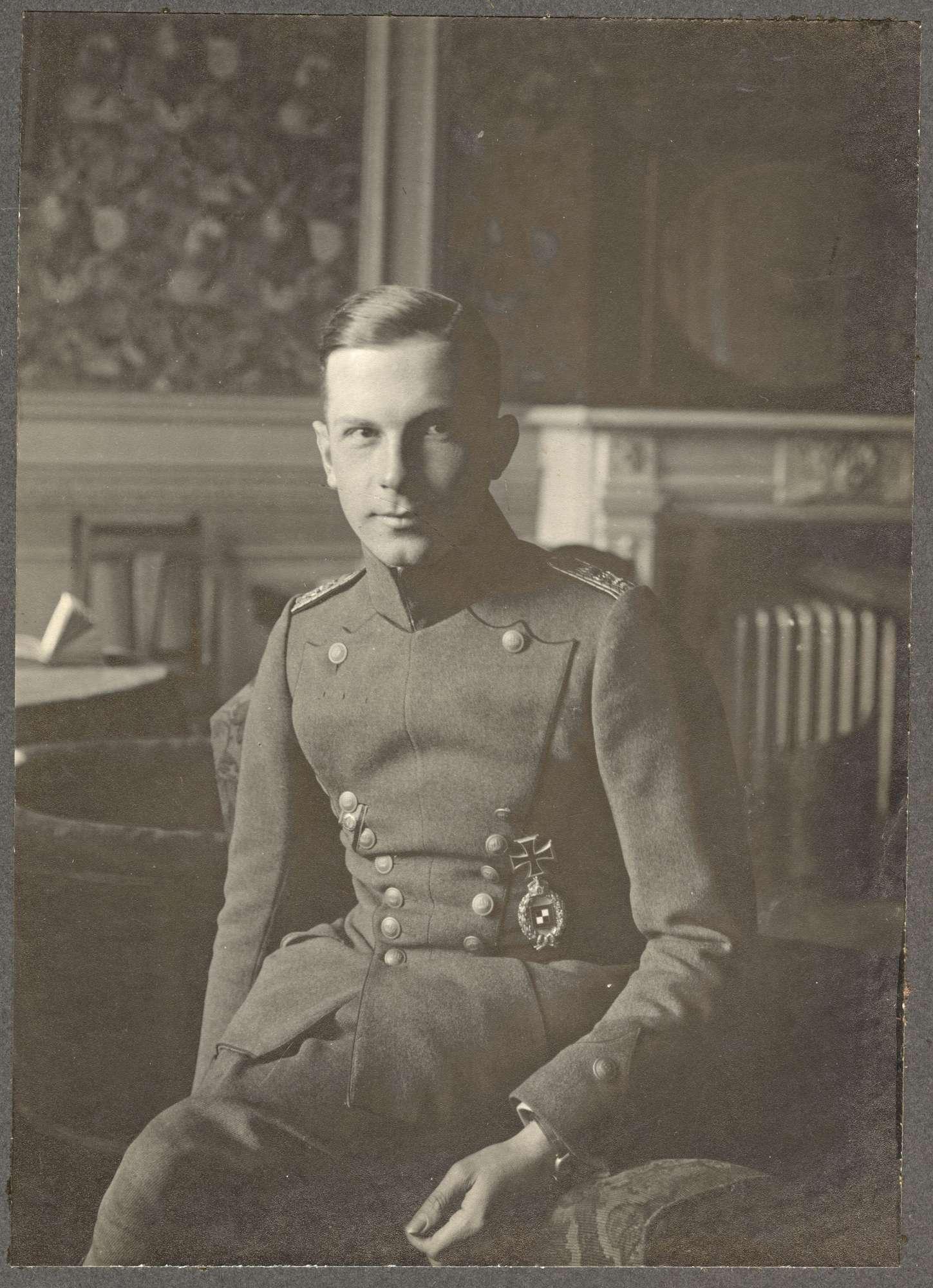 Adelmann von und zu Adelmannsfelden, Siegfried, Graf, Bild 1