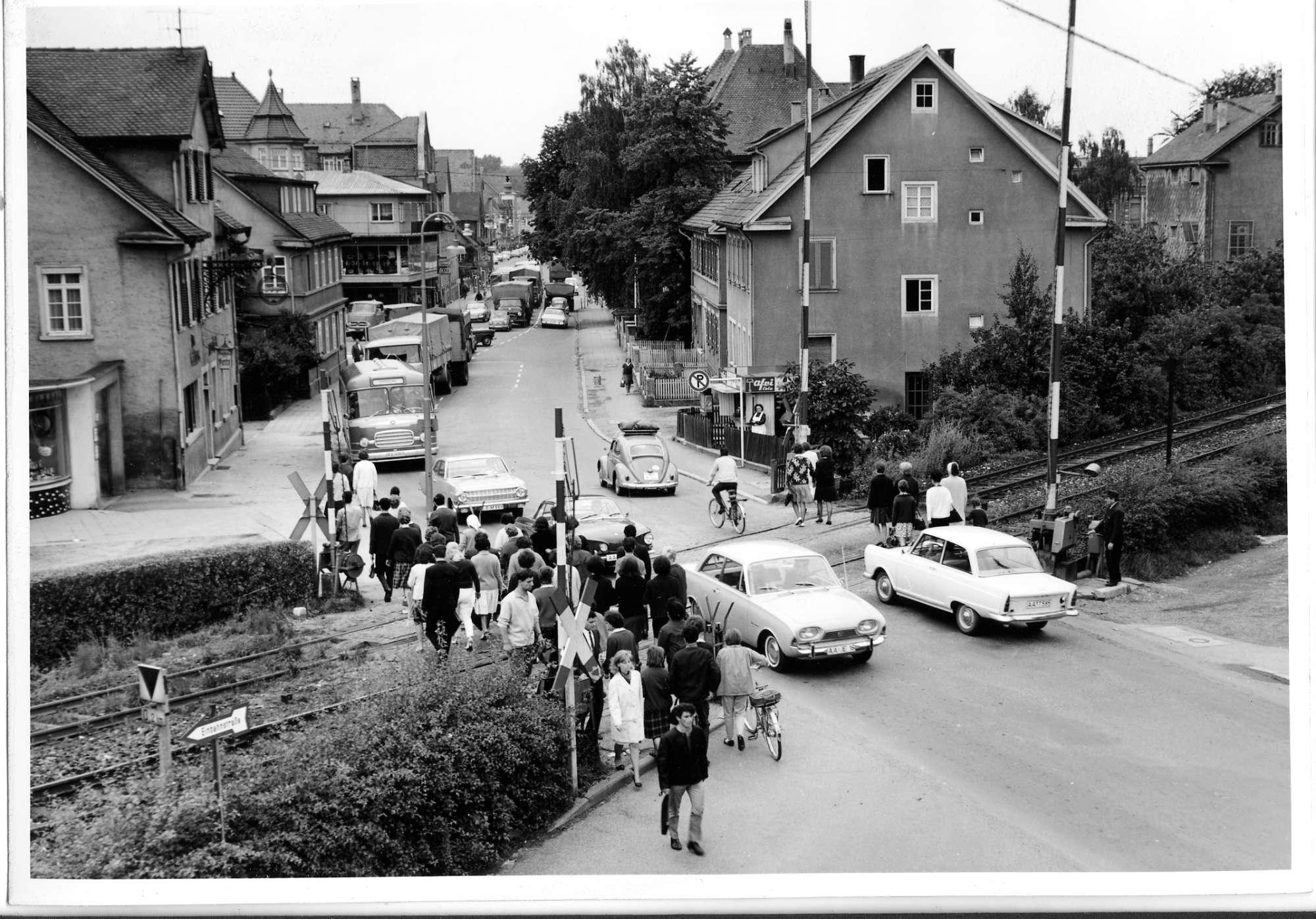 Aalen, Bahnübergang, Abb. a