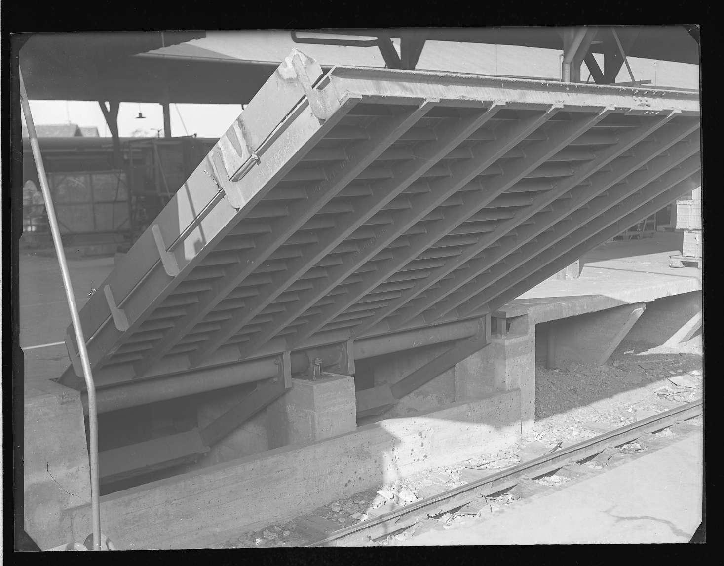 Bietigheim (Württ.), Bf, Überfahrtbrücke und Umladehalle, Abb. a