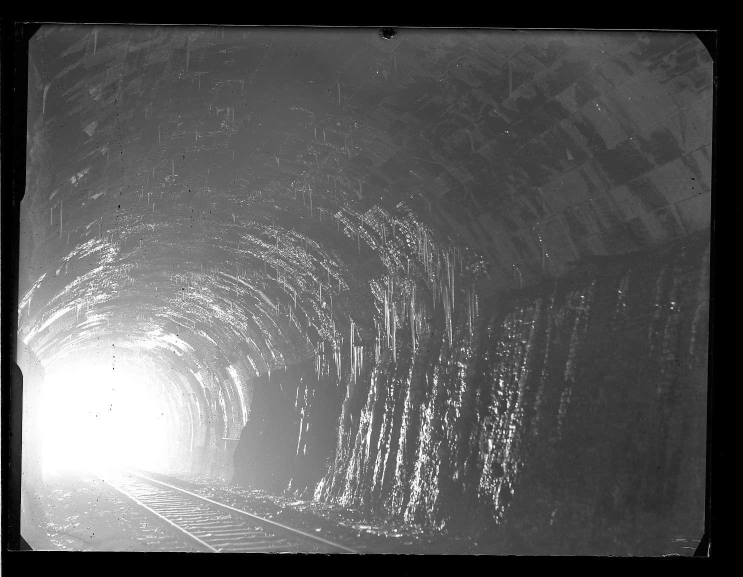 Itzelberg, Bf, Tunnelausbau und Abdichtung (Innenaufnahmen), Abb. a