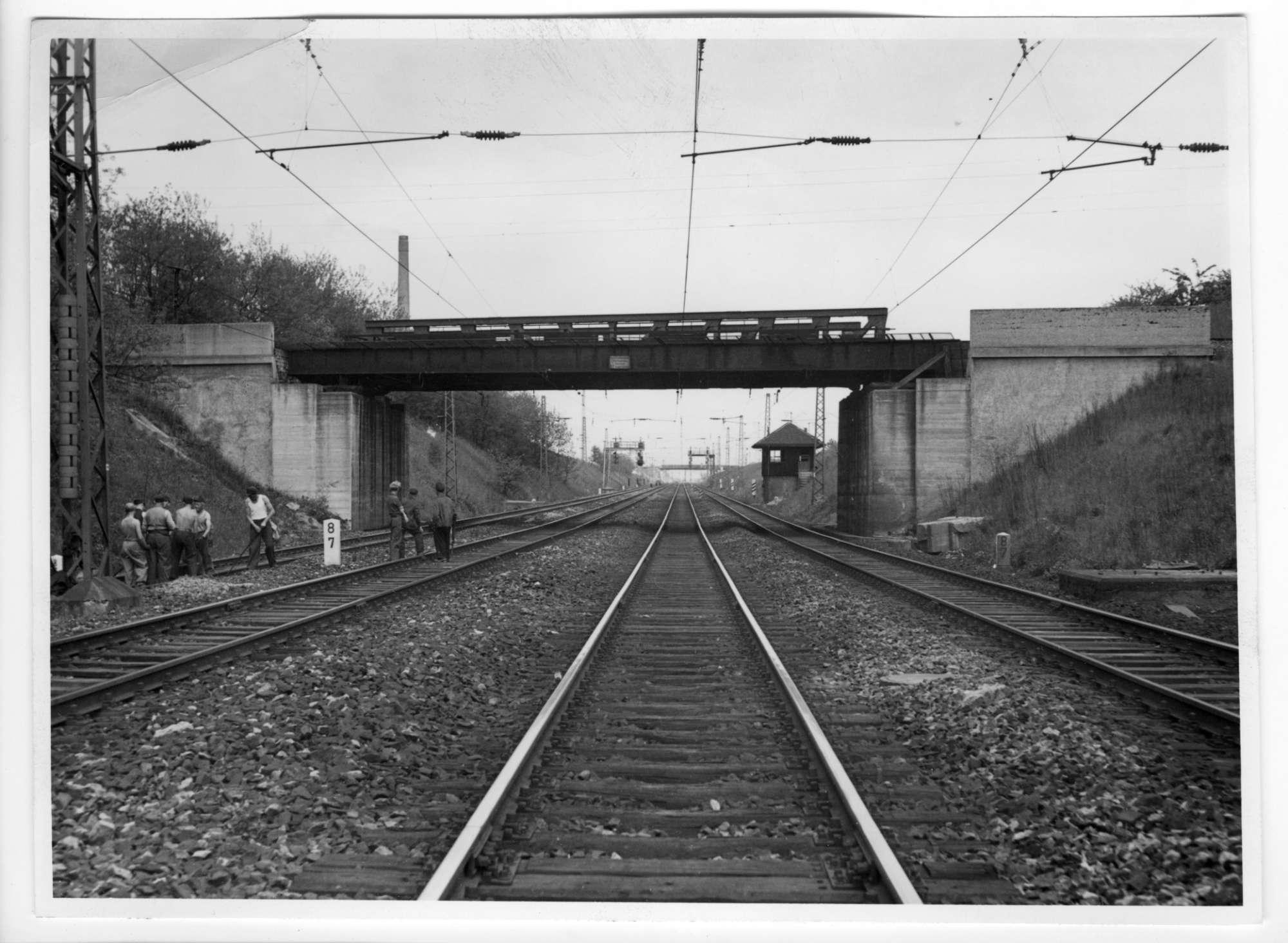 Kornwestheim, (Straßenbrücke), Abb. a