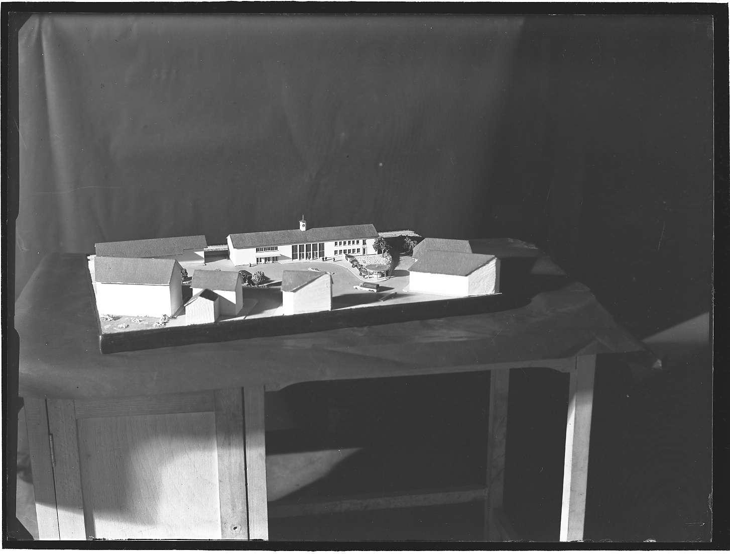 Lauffen am Neckar, Bf, Architekturmodell des Bahnhofsgebäudes, Bild 1