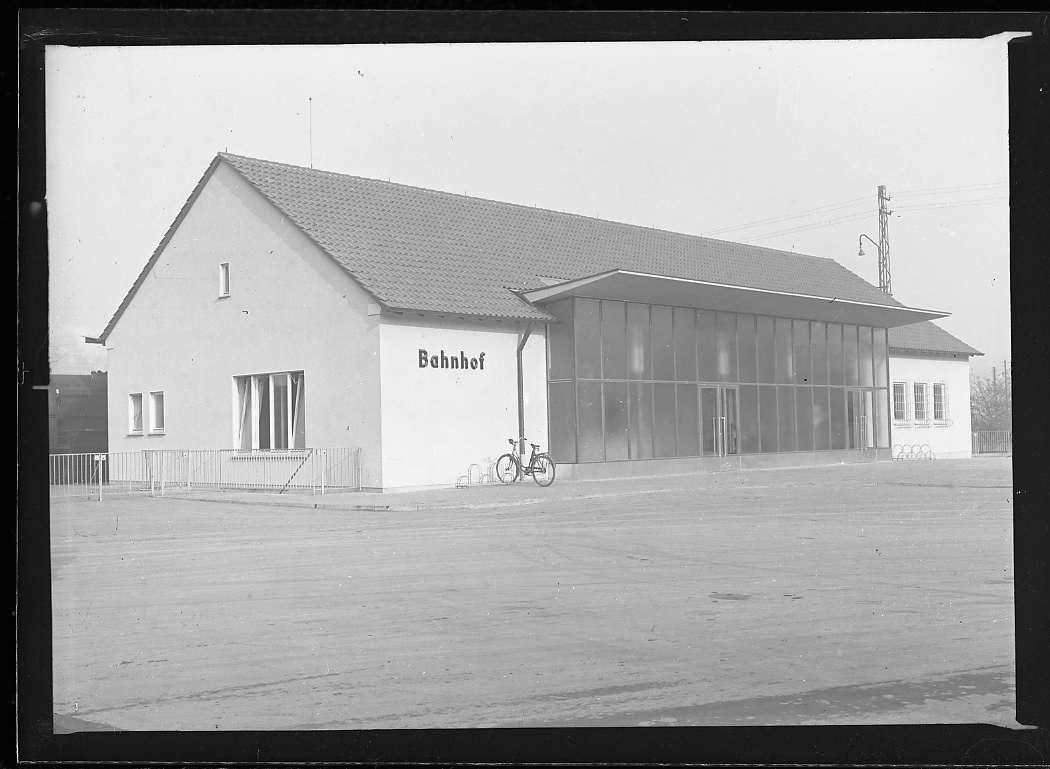 Lauffen am Neckar, Bf, neues Empfangsgebäude, Bild 1