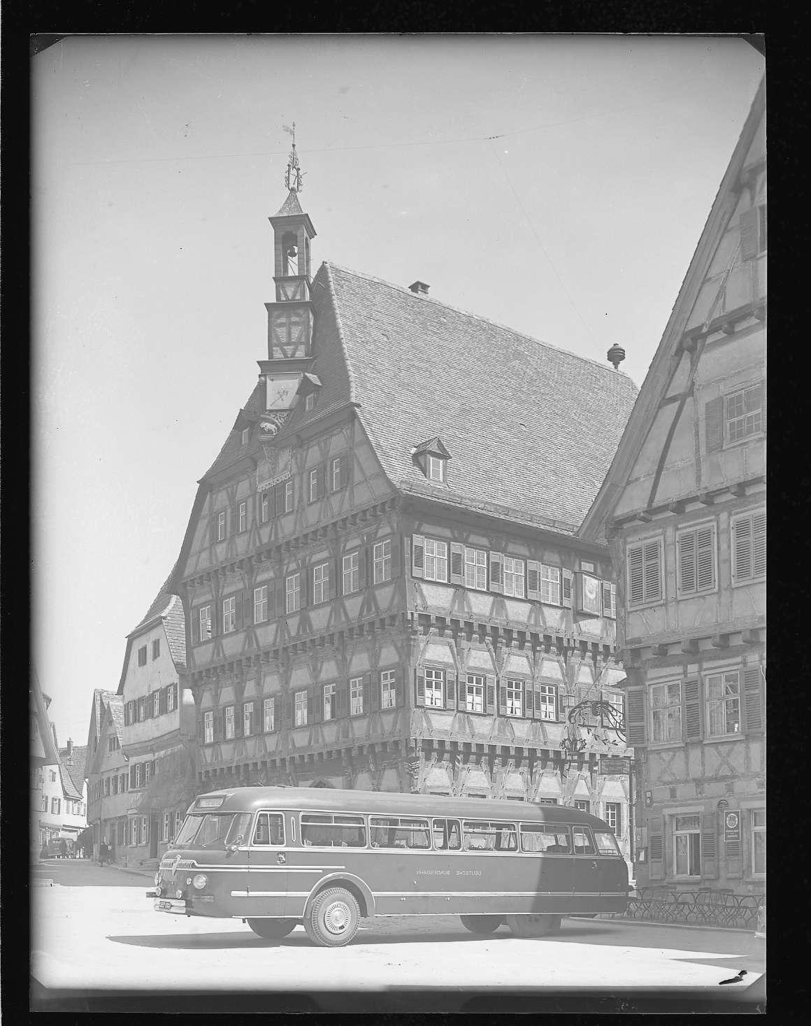 Markgröningen, Rathaus mit DB- Omnibus, Abb. b