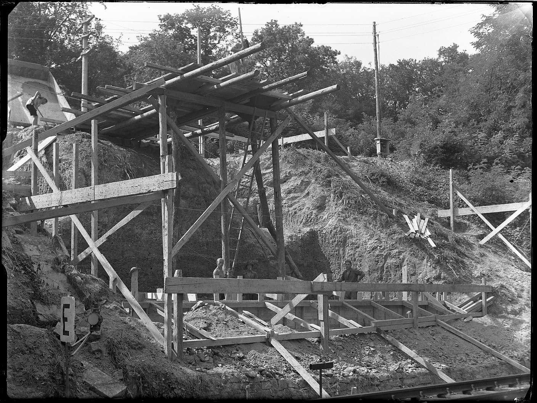 Maulbronn, Bf, Straßenbrücke beim Bau der Tunnel- Umgehung, Abb. a