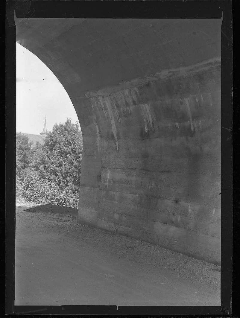 Metzingen, Wasserschäden an der neuen Ermsbrücke, Abb. a
