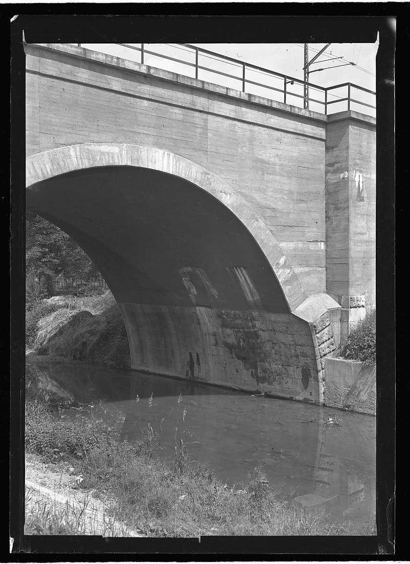 Metzingen, Wasserschäden an der neuen Ermsbrücke, Abb. b