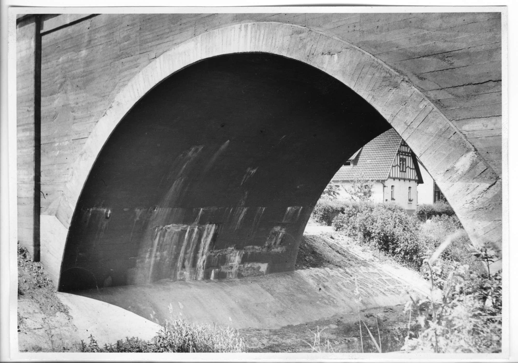 Metzingen, (Ermsbrücke), Wasserschäden, Abb. b