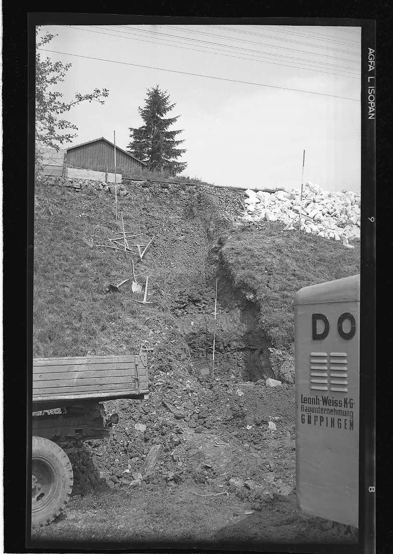 "Mögglingen bei Aalen, Bf, Erdrutsch Gleis Stuttgart-Aalen (""Leonh. Weiss K.G., Bauunternehmung GÖPPINGEN"") und Mögglingen bei Aalen, Bf, Erdrutsch wiederhergestellt, Abb. b"