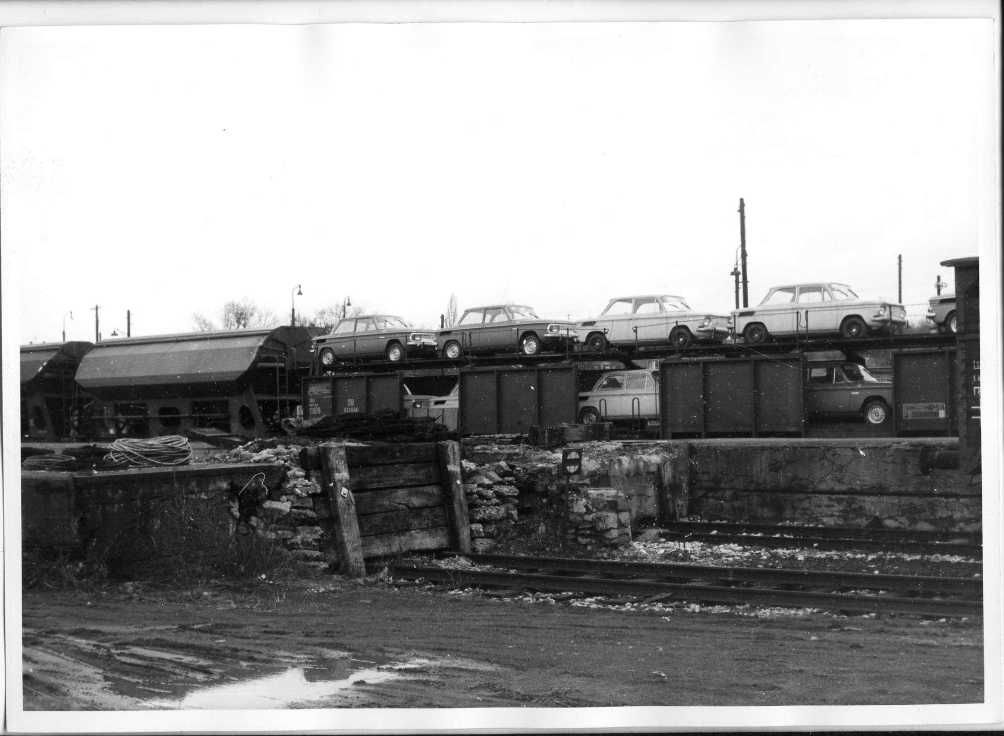 Neckarsulm, Gütergleis mit NSU-Autotransporter, Bild 1