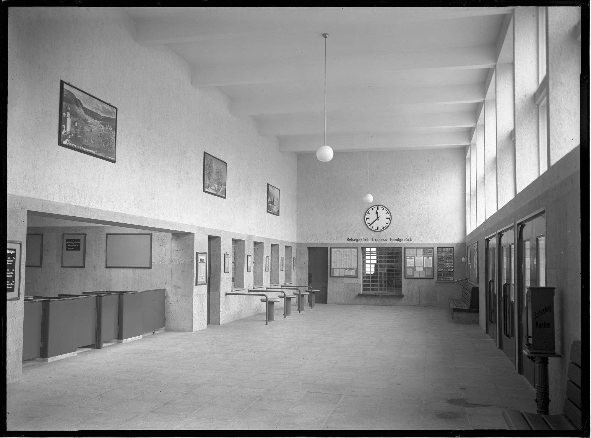 Nürtingen, neuer Bf, Innenraum (Schalterhalle), Bild 1