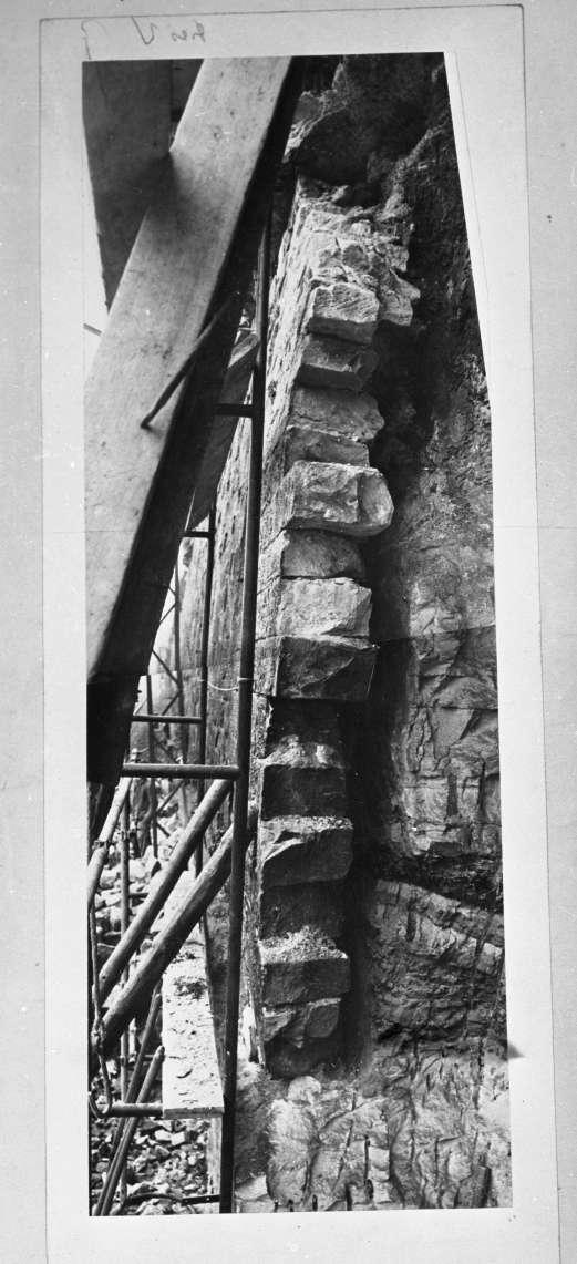 """Oberesslingen, Stützmauern, (""""Reproduktion für Vortrag Hasch""""), Abb. b"""