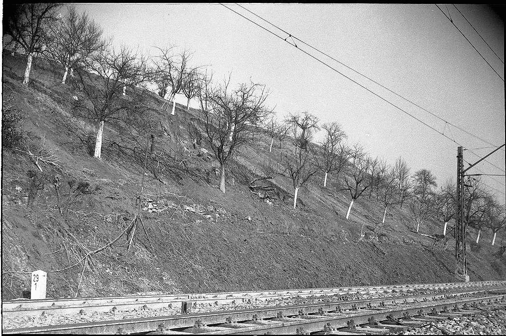 Reichenbach an der Fils, Beseitigung des Erdrutsches (Schutzwall für Schienensicherung), Abb. a