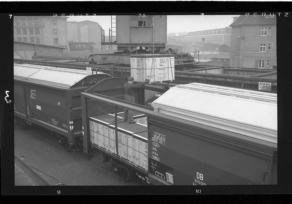 Stuttgart-Feuerbach, Güterverkehr bei Firma Bosch (Neubau-Kmmgks-Wagen, Erstbeladung war am 21.11.1957 auf dem Werksgelände der Firma Bosch in Stuttgart-Feuerbach erfolgt), Abb. a