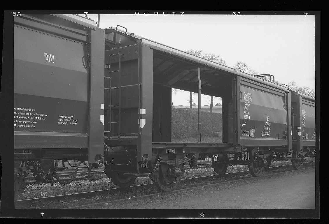 Stuttgart-Feuerbach, Güterverkehr bei Firma Bosch (Neubau-Kmmgks-Wagen, Erstbeladung war am 21.11.1957 auf dem Werksgelände der Firma Bosch in Stuttgart-Feuerbach erfolgt), Abb. c